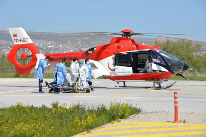 Ambülans helikopter hayat kurtarıyor