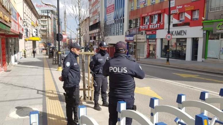 Atatürk Caddesi araç ve yayalara kapandı