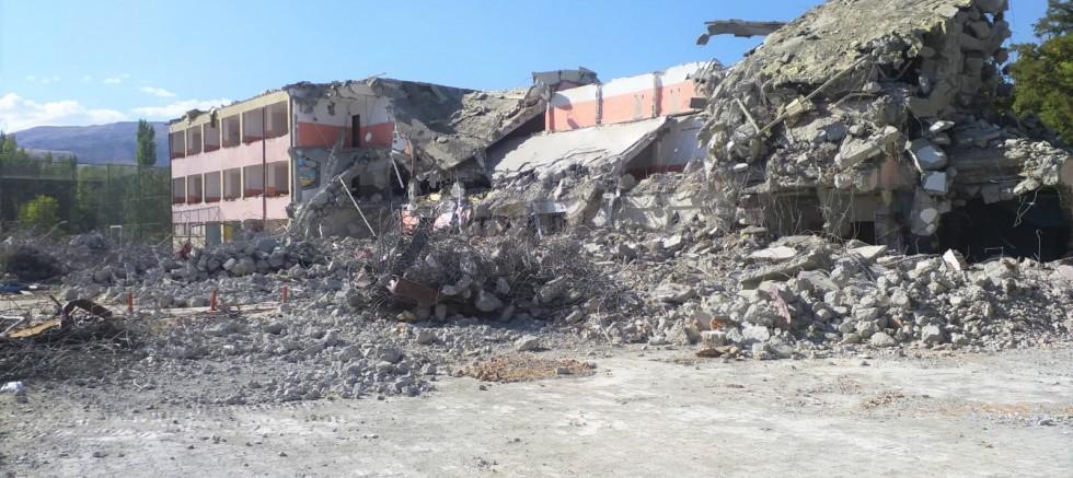 Atatürk Yatılı İlk ve Ortaokulu'da (YİBO) yıkıldı