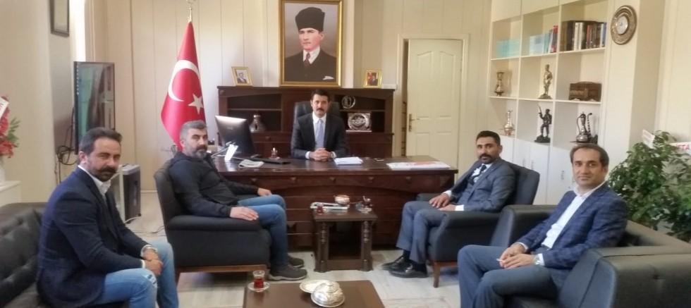 Kangal'dan misafirleri Kaymakam Mehmet Bek'i ziyaret etti