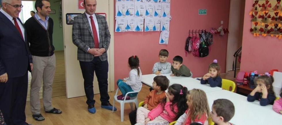 Kaymakam Öztabak  anaokulu  ve okuma kursunu ziyaret etti