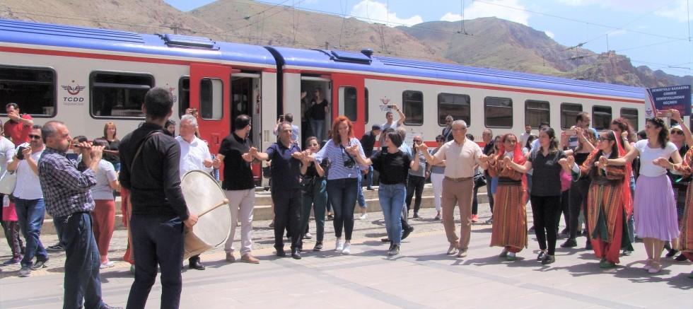 'Turistik Doğu Ekspresi' Tarih ve Kültür Kenti DİVRİĞİ'de